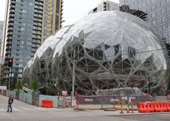 Online retail powerhouse Amazon is constructing an eye-catching Spheres office building to feature waterfalls, tropical gardens and other links to nature as part of its urban campus on May 11, 2017 in downtown Seattle, Washington.  / AFP PHOTO / Glenn CHAPMAN        (Photo credit should read GLENN CHAPMAN/AFP/Getty Images)